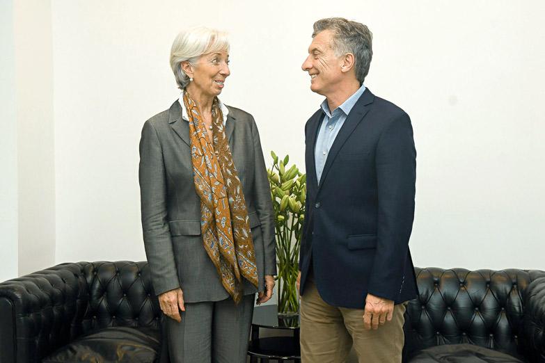 Macri le pide dinero al FMI para poder quedarse y seguir vaciando el país