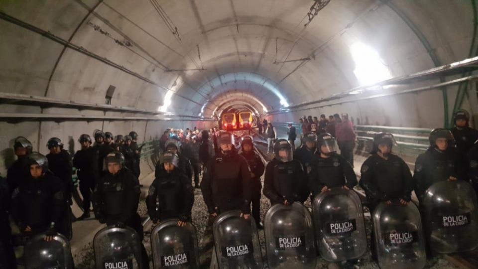 La policía de Larreta detuvo a 20 metrodelegados por reclamar paritarias frente a la inflación y el atraso salarial