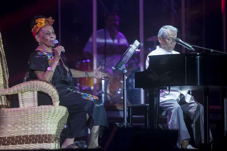 Dos gigantes de la música popular latinoamericana juntos en La Habana: Armando Manzanero y Omara Portuondo