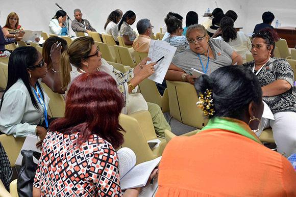 Los cubanos debaten acerca de una Constitución que contempla diversos tipos de propiedad y el matrimonio igualitario