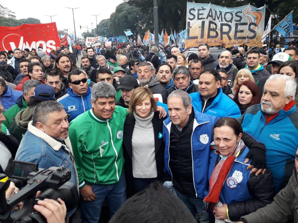 """""""La patria construye, imagina y…resiste"""", dijo Florencia Saintout en la calle por la Independencia"""