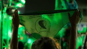 Los curas, la derecha cavernícola y ahora los artilugios reglamentarios: todo para ir contra las mujeres y el aborto legal