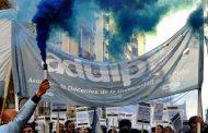 Los docentes de la UNLP continúan su plan de lucha, el lunes marchan con antorchas en La Plata y el jueves a Congreso