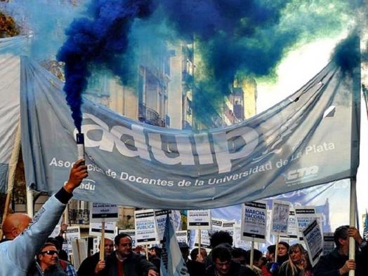 Los docentes universitarios en paro por la Universidad Pública y contra el ajuste de Macri