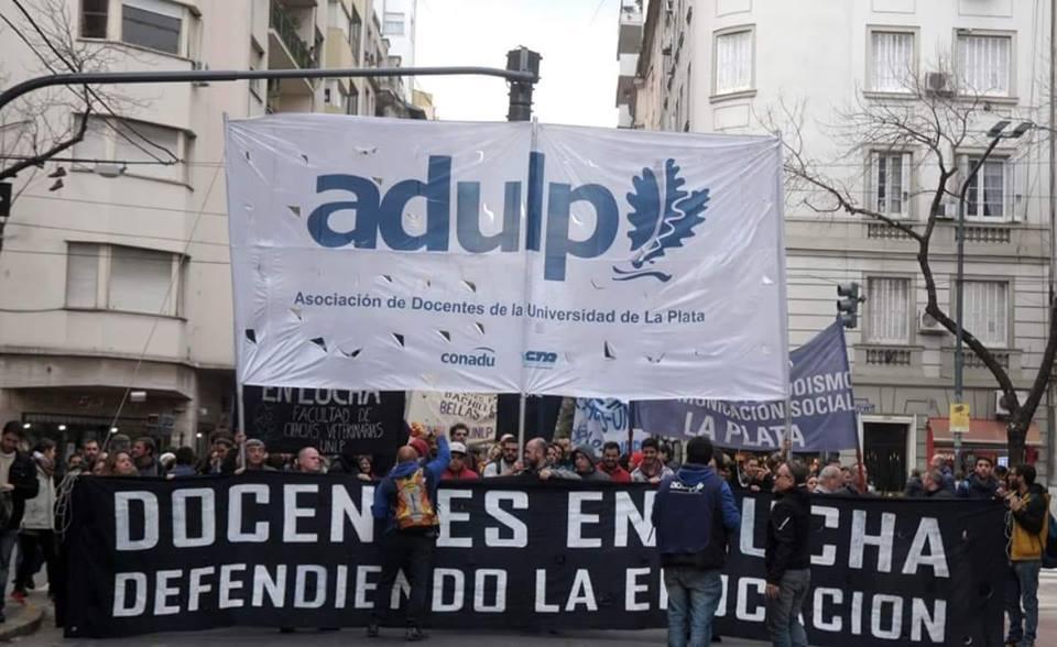 Los docentes de la UNLP decidirán en asamblea qué hacer ante la propuesta salarial de Macri