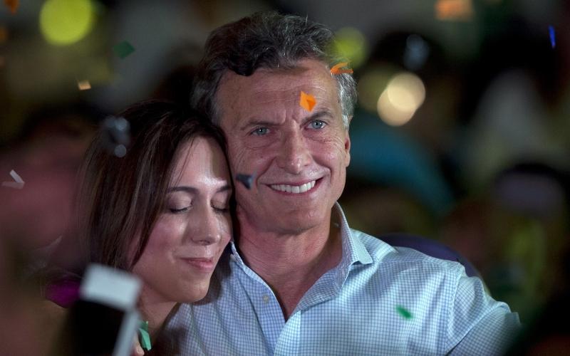 Vidal es Macri, como él en la nación, ella en la Provincia: llevaron la deuda en dólares hasta el límite de la debacle