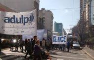 La Argentina rota: Miles de docentes y estudiantes marcharon por la Educación Pública pero el Congreso se hace el distraído