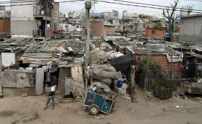 Vidal cuadruplicó la deuda pública y llevó pobreza a un tercio de las personas que viven en el Conurbano