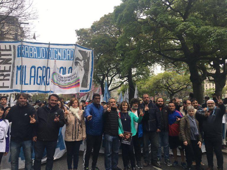 A mil días de la detención arbitraria de Milagro Sala, Florencia Saintout marchó para exigir su liberación