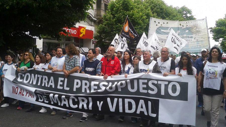 Pese al reclamo de los intendentes y el rechazo de los gremios, Vidal presiona para tener su presupuesto del ajuste