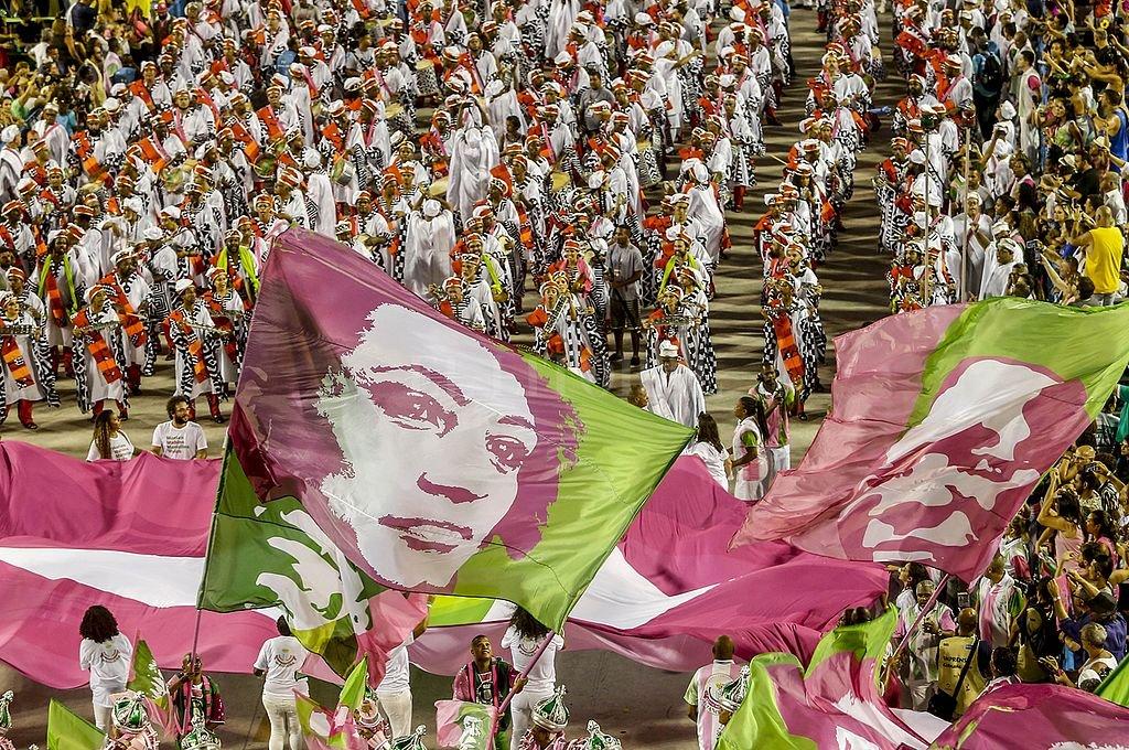 Mangueira condena al poder y reivindica a las mujeres luchadoras: así fue la vencedora del Carnaval de Río de Janeiro