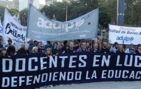 Lo de la comunidad científica y docente contra el ajuste cambiemita en Plaza de Mayo fue un antorchazo