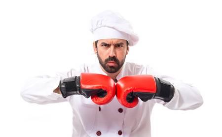 Un cocinero que mete ápercas