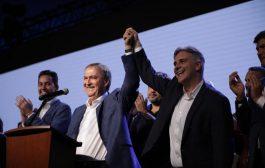 """Schiaretti eludió la nacionalización de su triunfo pero abajo cantaron """"un minuto de silencio para Macri que está muerto"""""""