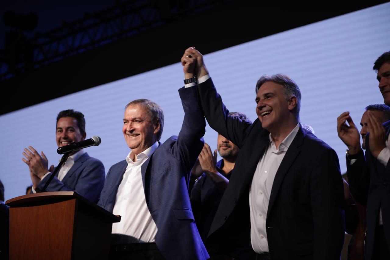 Schiaretti eludió la nacionalización de su triunfo pero abajo cantaron «un minuto de silencio para Macri que está muerto»