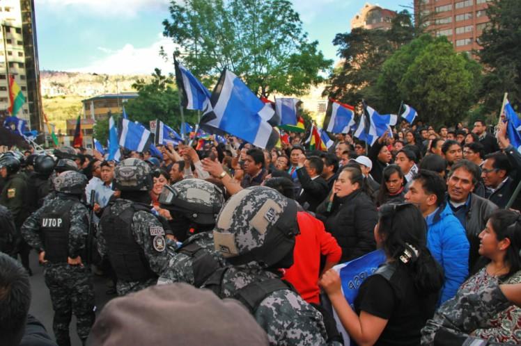 Tras la vitoria en las urnas de Evo Morales , alertan sobre el caos que candidato opositor quiere provoca