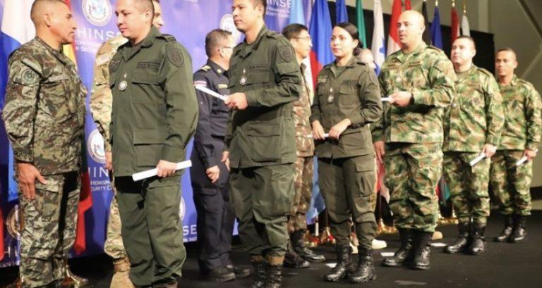 Los jefes militares y policiales del golpe en Bolivia fue entrenada por el FBI y la Escuela de las Américas
