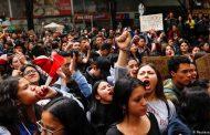 Miles de personas protestan en las calles de Colombia