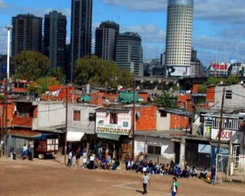 Tan simple como el derecho a la vivienda propia: Una historia de tres ciudades