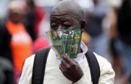 Miserias de la pandemia y el racismo europeo: en Francia proponen probar vacunas en África