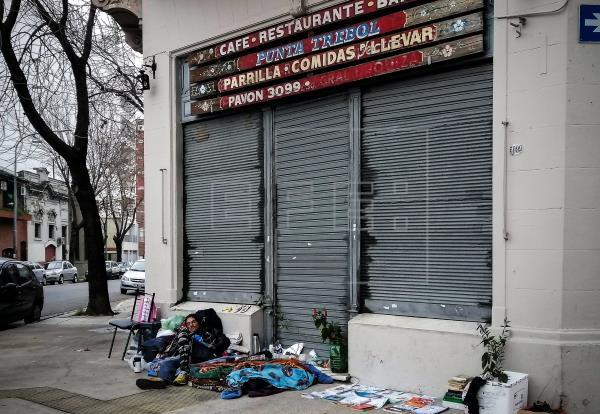 Mario, un habitante de la calle: su historia y la cuarentena, unidas en la espera