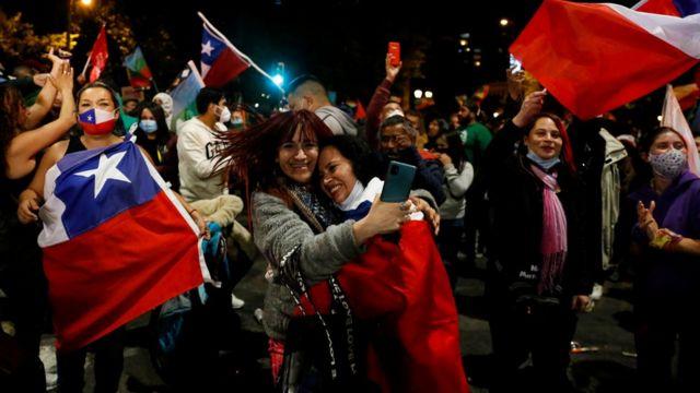 Se abre en Chile un proceso decisivo tras el masivo rechazo a la Constitución pinochetista