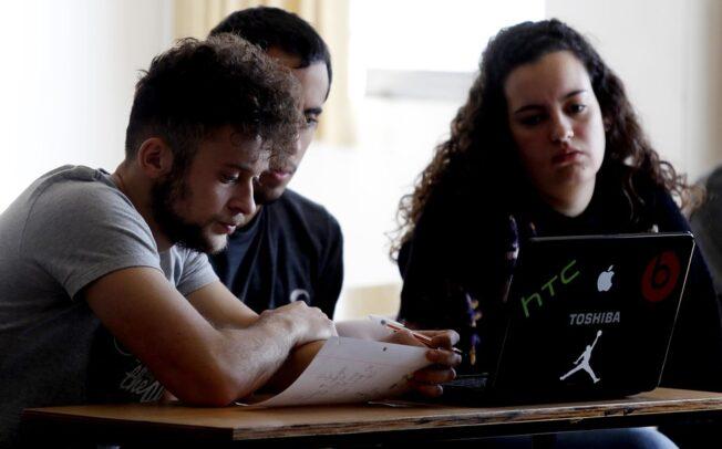 Algo menos de la mitad de los estudiantes universitarios bonaerenses carecen de conectividad