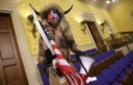 El hombre encornado, el Capitolio y Donald Trump