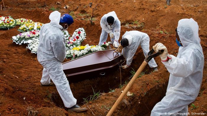 Las mentiras de la pandemia: la cifra de muertes podría alcanzar los 10 millones