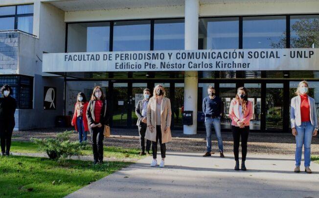 Autoridades de la Provincia  y de la UNLP en el espacio del área de Salud Mental del Cetec